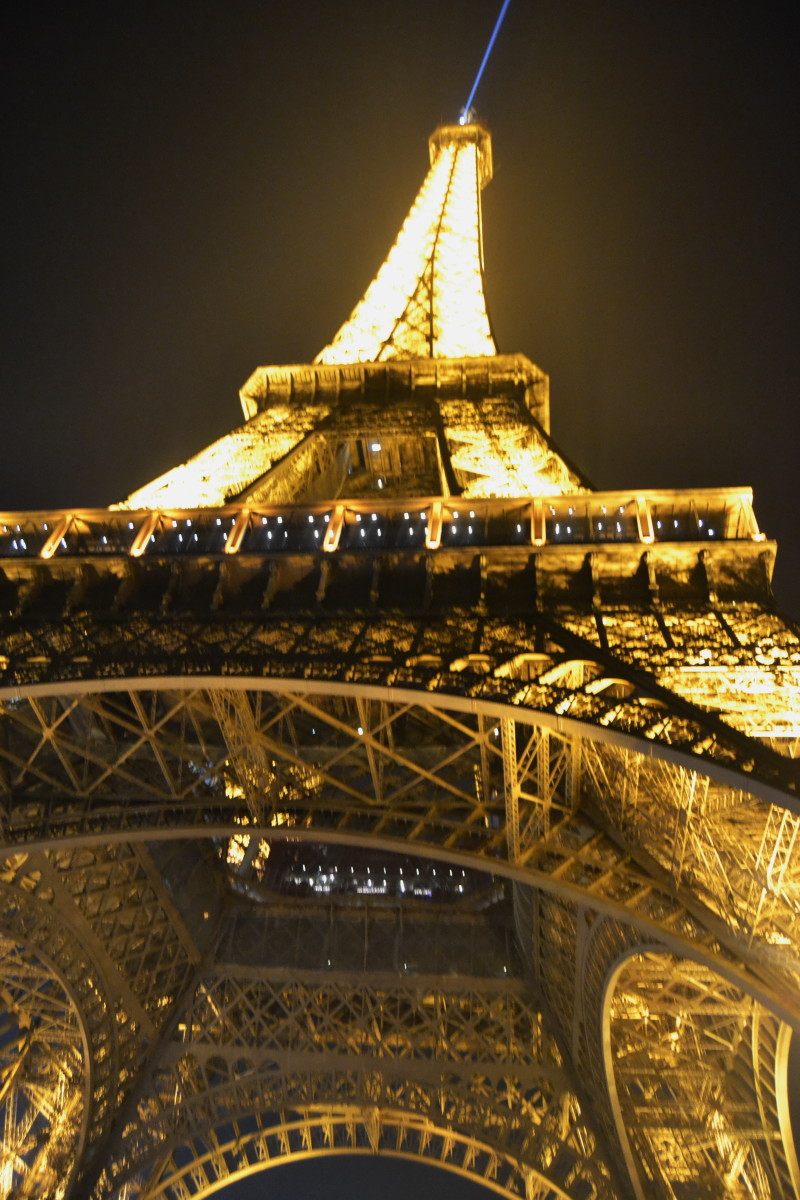 eifer tower looks in evening lights