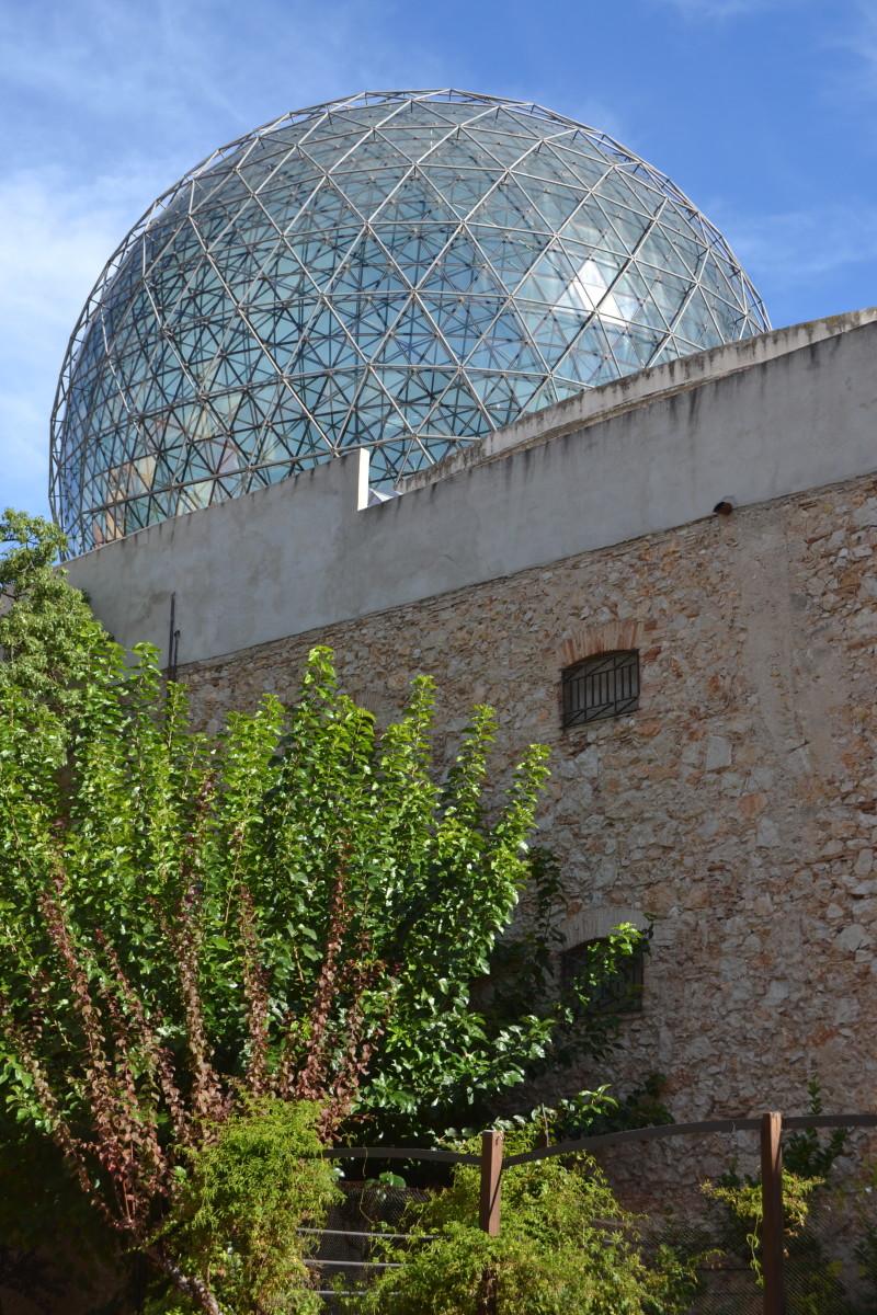dali-museum-yard