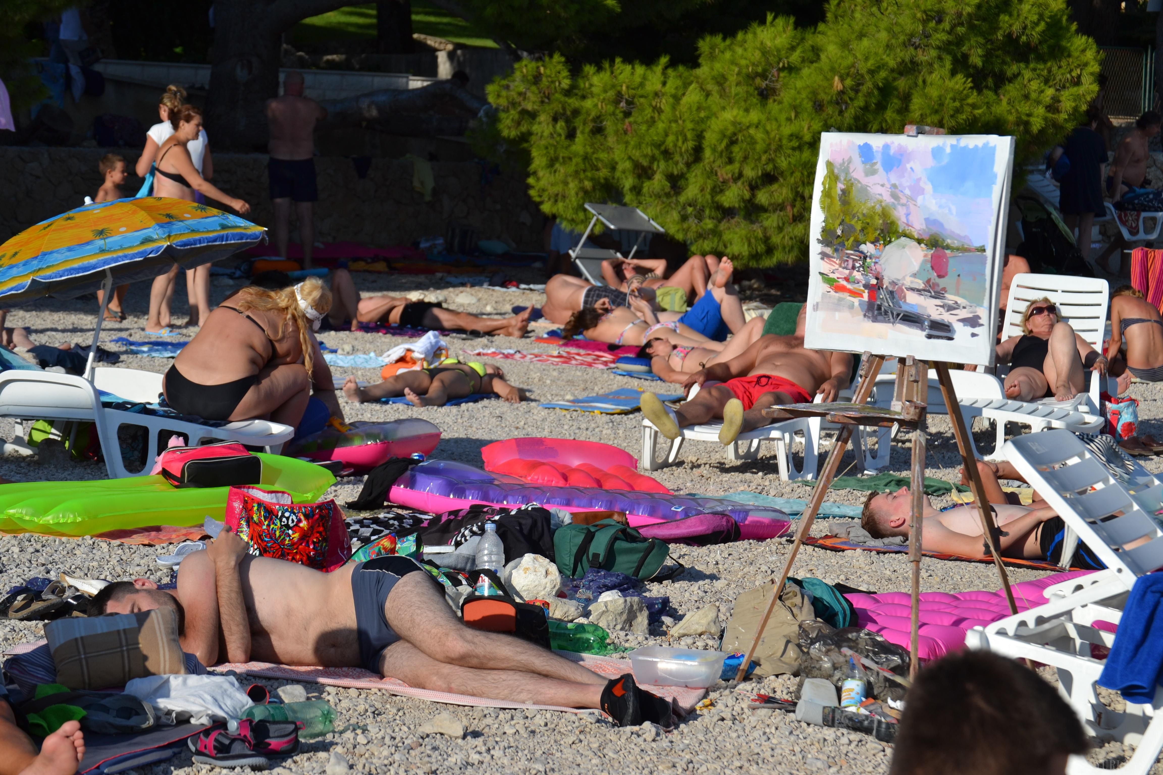 beach painting Croatia, crowdy beach