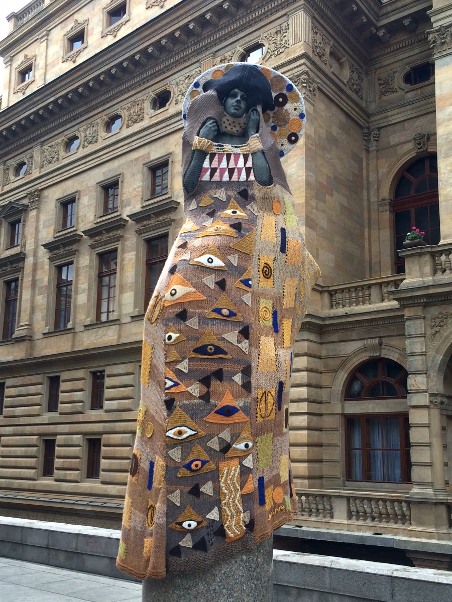 Knitting sculpture in Prague